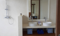 Villa Capil His and Hers Vanity with Mirror | Batubelig, Bali