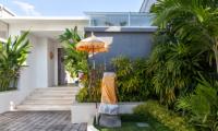 Villa Capil Main Entrance | Batubelig, Bali