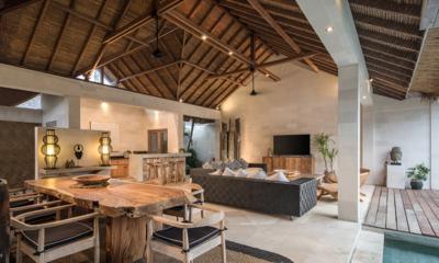 Villa Massilia Tiga Wooden Dining Table | Seminyak, Bali