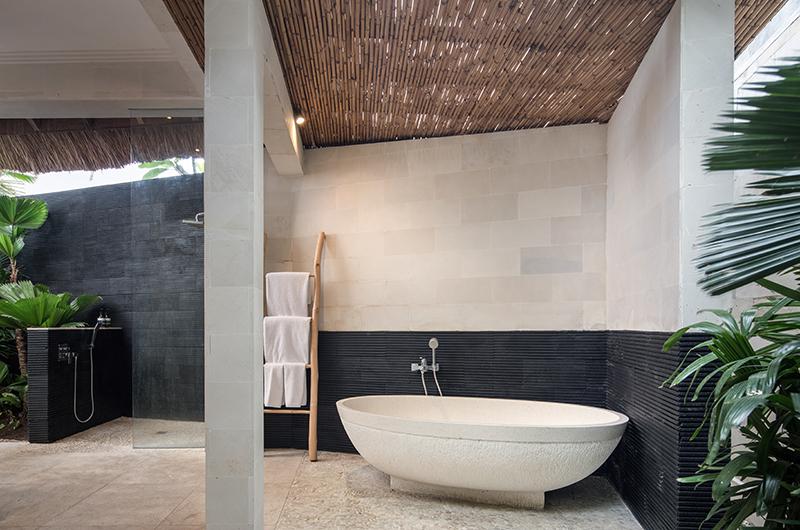 Villa Massilia Tiga Bathtub   Seminyak, Bali