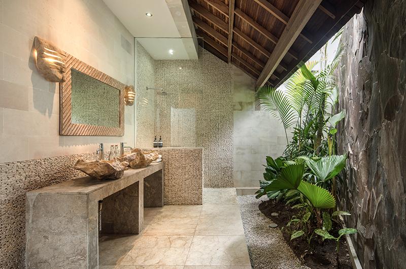 Villa Massilia Tiga Bathroom with Shower | Seminyak, Bali