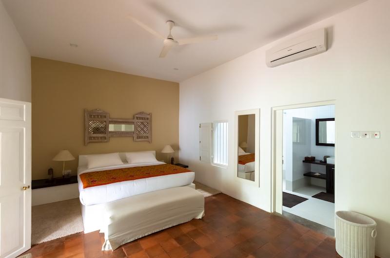 Rock Villa Deluxe Bedroom with Enclosed Bathroom | Bentota, Sri Lanka