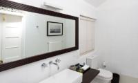 Rock Villa Walauwa Suite Bathroom | Bentota, Sri Lanka