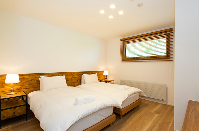 Birchwood Twin Bedroom with Lamps | Hirafu, Niseko