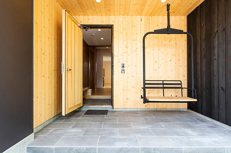 Birchwood Main Entrance with Swing | Hirafu, Niseko