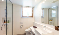 Birchwood Bathroom | Hirafu, Niseko