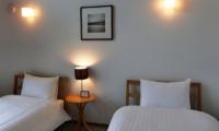 Creekside Twin Bedroom with Lamps | Annupuri, Niseko