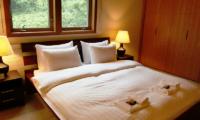 Creekside Bedroom with Lamps | Annupuri, Niseko