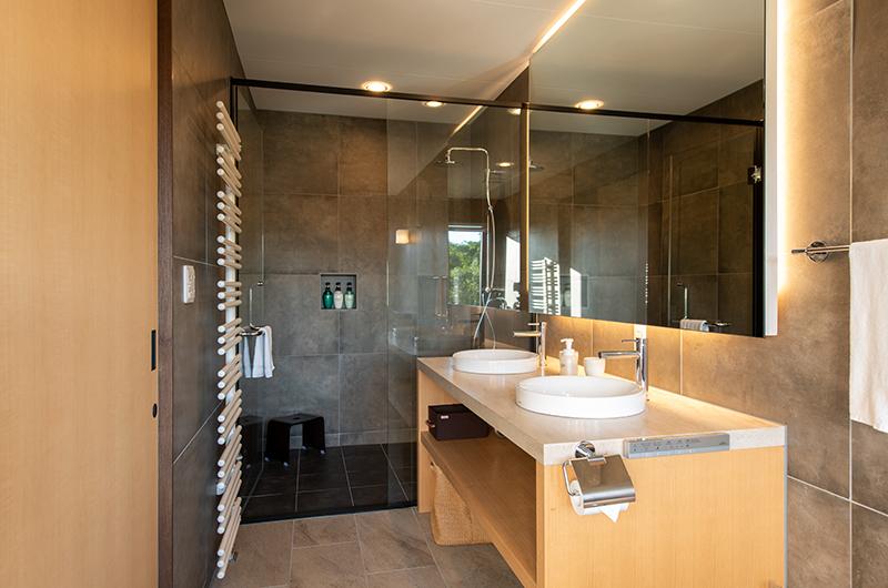 Kiraku Bathroom with Shower   Annupuri, Niseko