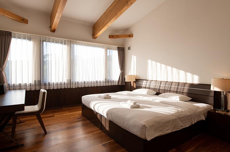 Kiraku Bedroom with Lamps   Annupuri, Niseko