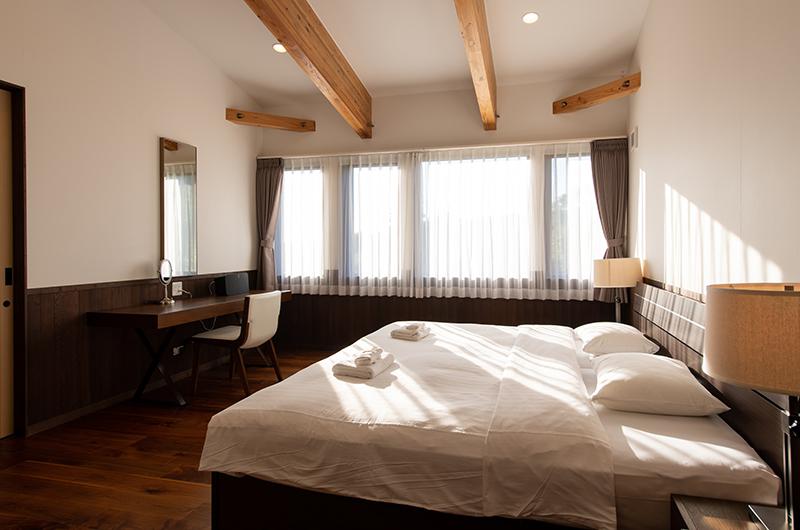 Kiraku Spacious Bedroom with Study Table   Annupuri, Niseko