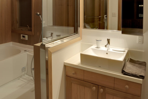 Mountain Ash Bathroom with Bathtub | Annupuri, Niseko