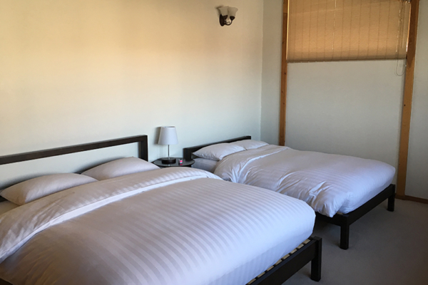 Shirakaba Twin Bedroom with Lamps | Annupuri, Niseko