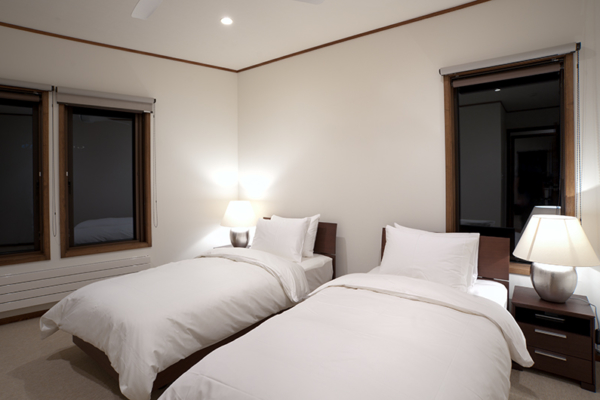 Snowbird Twin Bedroom | Annupuri, Niseko